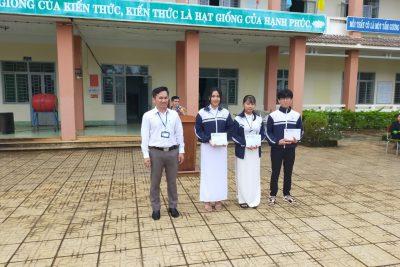 Khen thưởng các tập thể đạt thành tích cao trong tháng 11- Chào mừng 38 năm ngày Nhà giáo Việt Nam 20/11