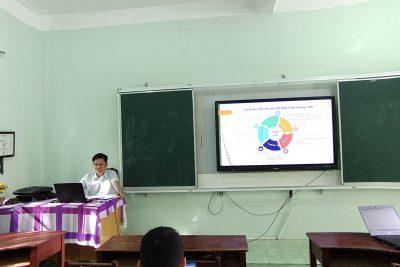 Tập huấn chương trình giáo giục phổ thông mới tại trường THPT Đắk Glong.