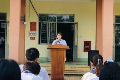 Tuyên truyền trong phòng chống dịch bệnh tại trường THPT Đắk Glong.