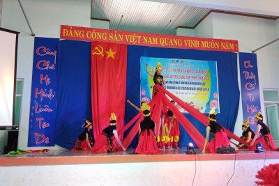 Trường THPT Đắk Glong phối hợp với Huyện đoàn Đắk Glong tổ chức cuộc thi Nữ sinh duyên dáng cấp huyện.