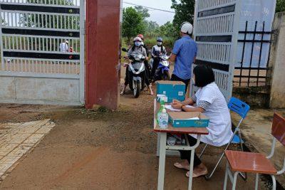 Trường THPT Đắk Glong hân hoan chào đón năm học mới.