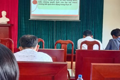 Chi bộ trường THPT Đắk Glong học tập Nghị quyết Đại hội các cấp.